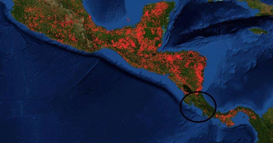 Imagen de la NASA que refleja los focos de incendio en la región mesoamericana