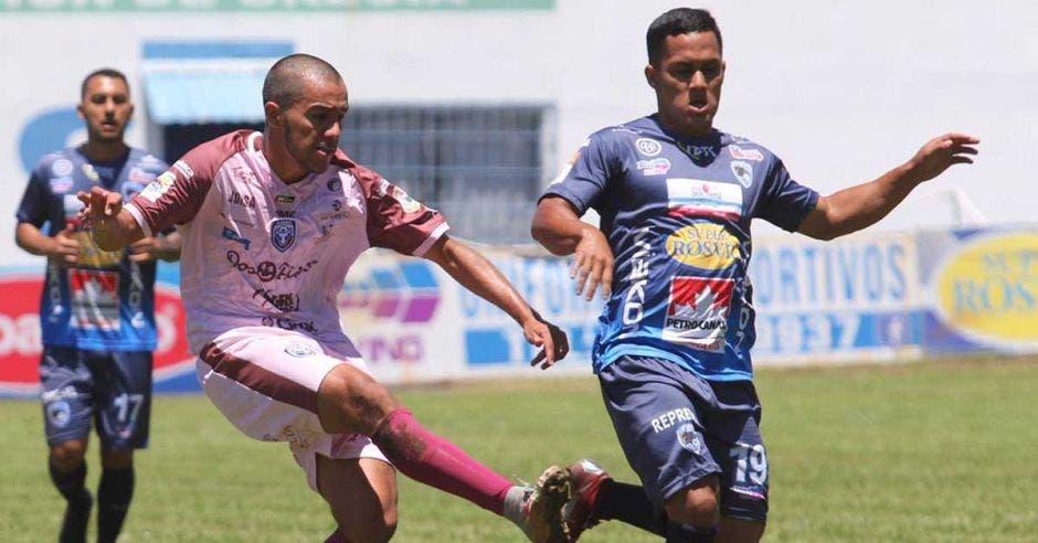 HARRY ROJAS Y JUGADOR DE SAN CARLOS