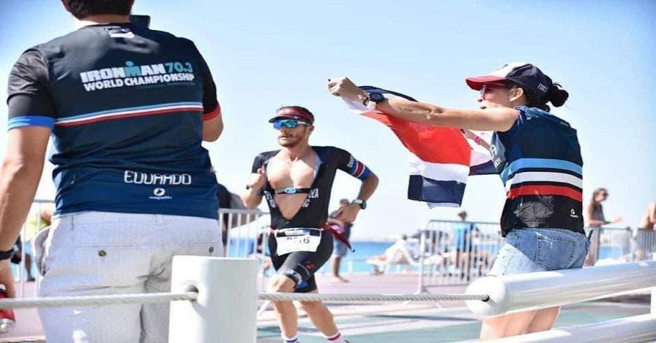 Ernesto Espinoza en el mundial de triatlón Francia