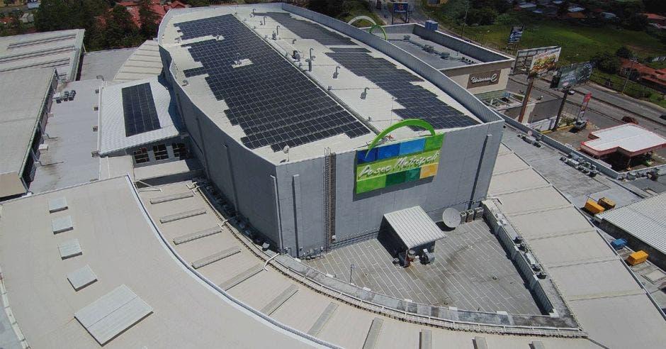 En total se instalaron 1.134 paneles en el techo de Paseo Metrópoli