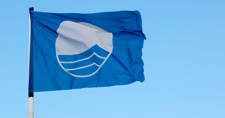 Una bandera azul