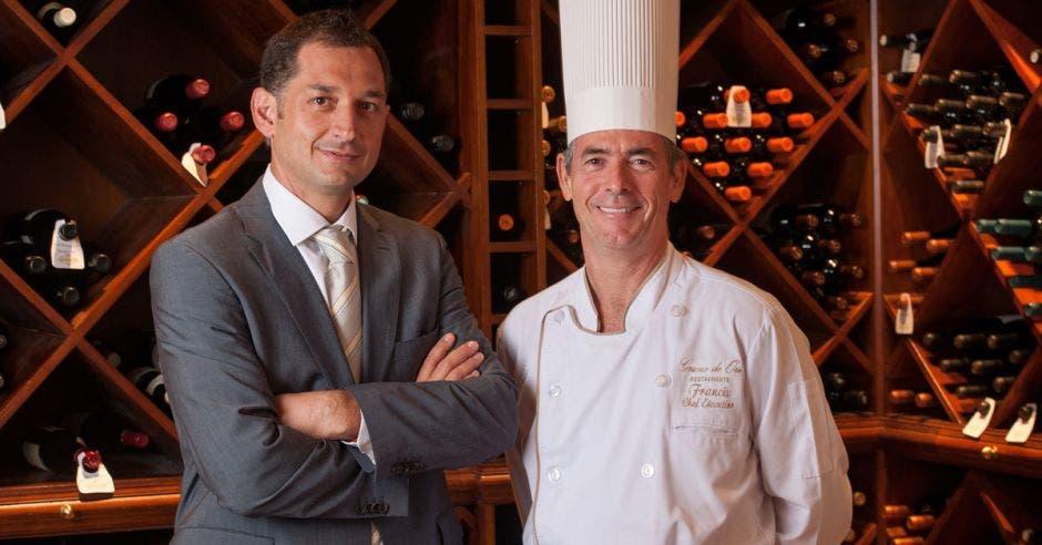 El Chef y el copropietario del hotel