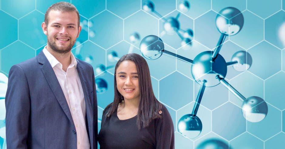 Adriana Salinas Meza y Luis Roberto Phillips Haug estudiantes de Farmacia de la Universidad de Costa Rica. Cortesía/La República