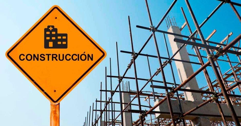 Una construcción y un letrero que indica Construcción