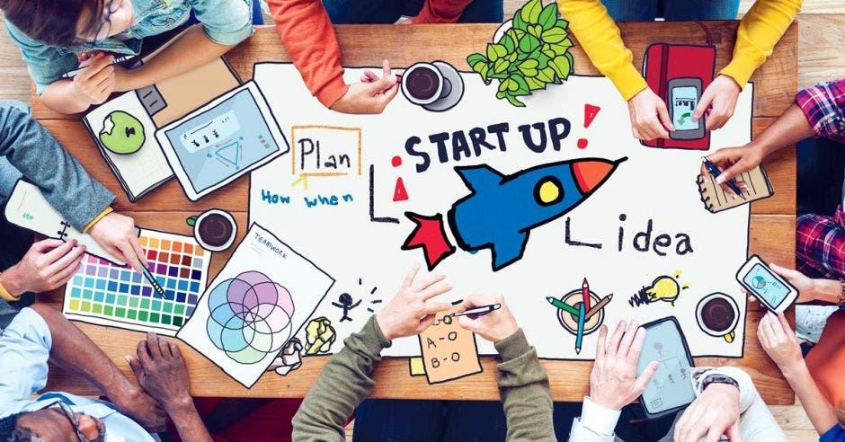 Mesa con concepto de startup