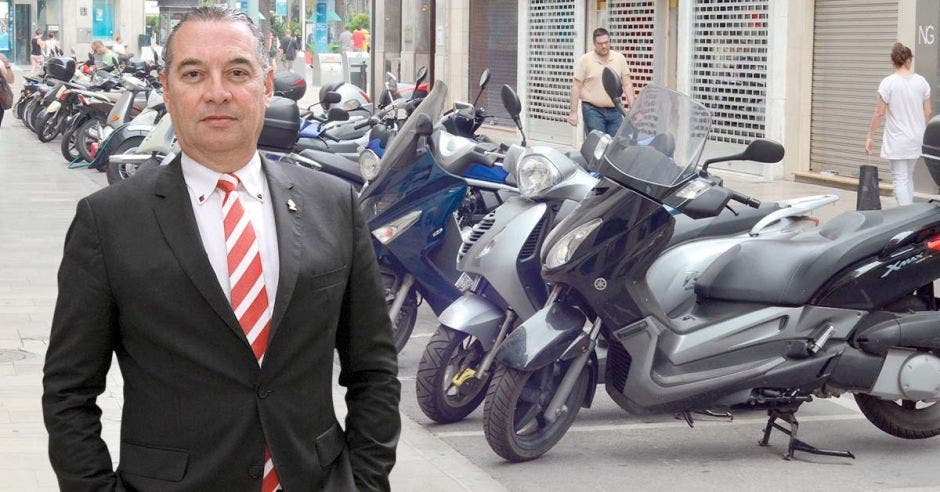 """No se trata de restringir de manera alguna la utilización de las motos, sino de generar más seguridad para todos"""", dijo Roberto Thompson, diputado de Liberación y proponente del plan. Archivo/La República."""