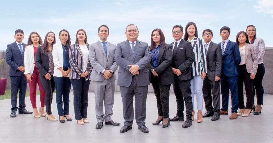 Carlos Vargas Alencastre, CEO de la empresa TPC Group (centro), dirige las operaciones en 19 países, incluido Costa Rica. Cortesía/La República.