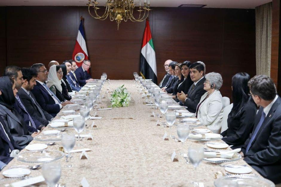 Foto de negociaciones con Emiratos