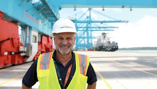 Enrique del Águila, jefe de Operaciones de la terminal en Moín. Richard Blaser/La República.