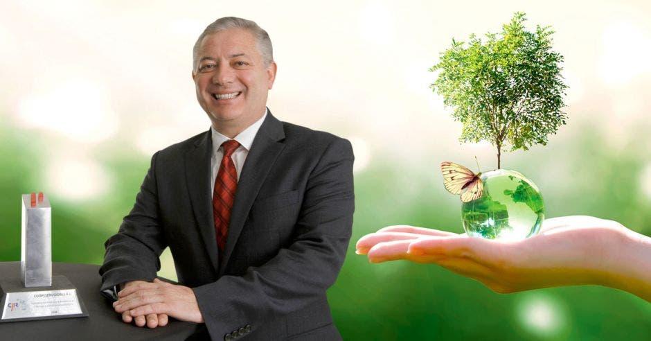 """""""Para nosotros, ser la primera cooperativa en Latinoamérica en firmar esta iniciativa confirma el compromiso que asumimos hace casi una década"""", dijo Óscar Hidalgo, gerente general de Coopeservidores. Cortesía/La República."""