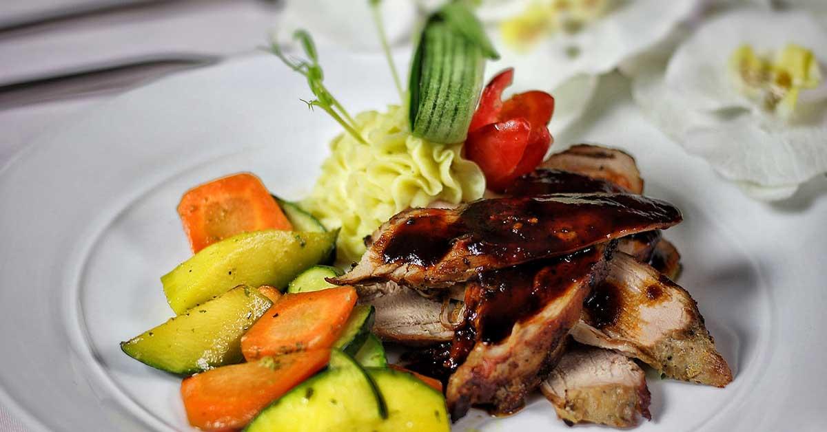 platillo de carne y verduras
