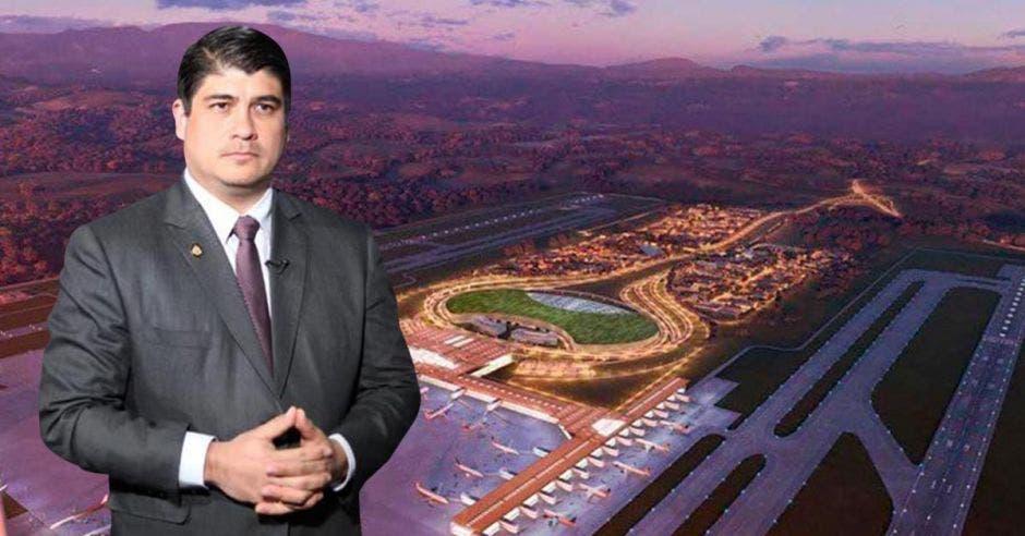 El presidente Carlos Alvarado anunció un nuevo estudio y un plan maestro para definir el futuro del aeropuerto. Archivo / La República