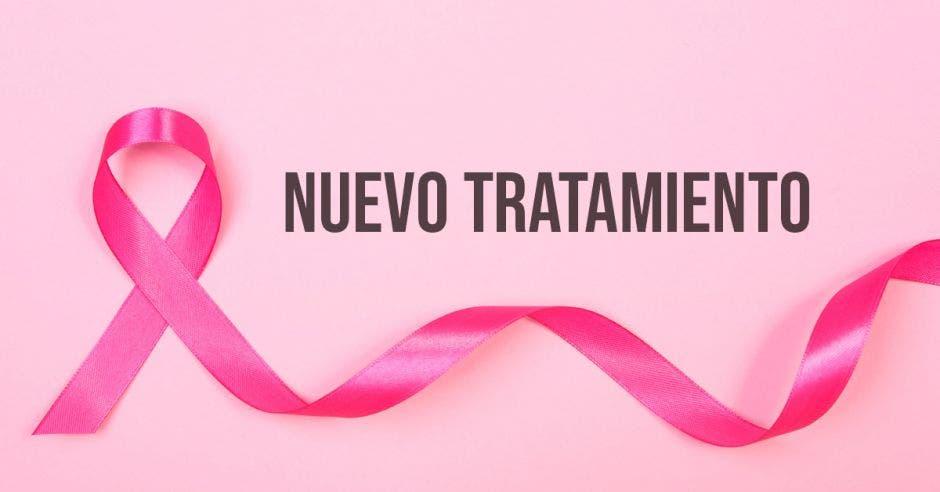 Un lazo rosa y la palabra nuevo tratamiento