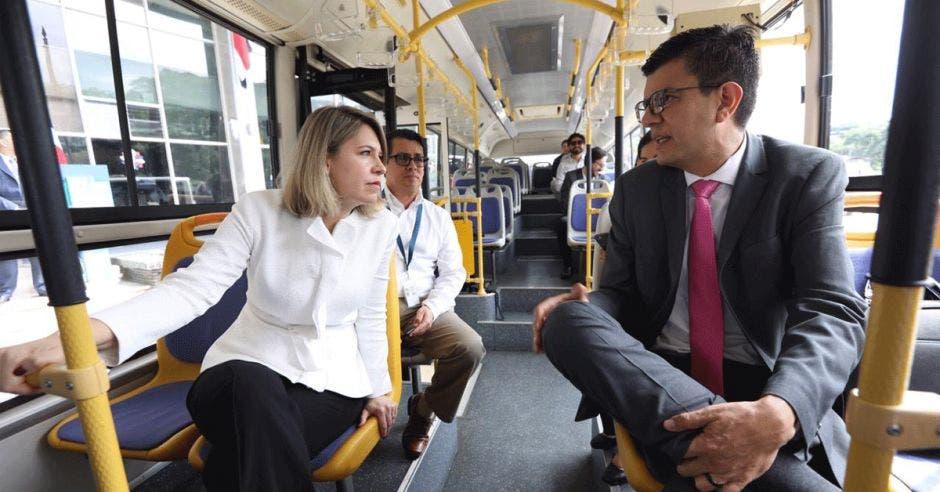 Claudia Dobles, primera dama, y Rolando Castro, viceministro de Energía