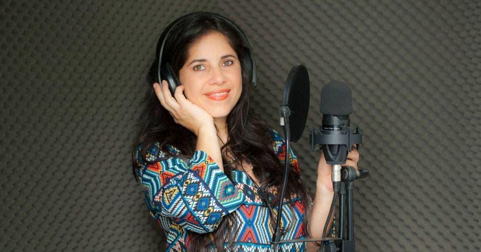 Marcela Loría Espinoza, locutora costarricense con más de 22 años de experiencia. Cortesía/La República