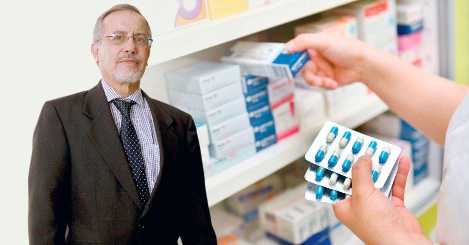 Luis Carlos Pastor y una imagen de pastillas