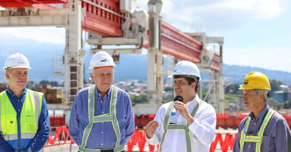 El presidente Carlos Alvarado hizo una inspección hoy del proyecto. Cortesía/La República