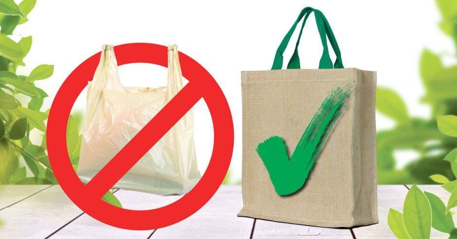 Una bolsa de plástico y una bolsa de tela