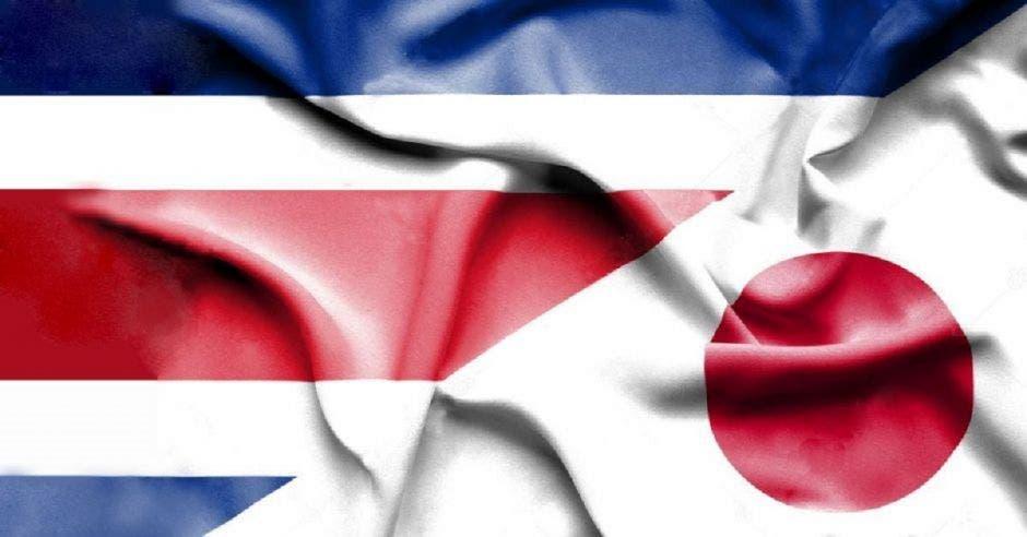 Una bandera de Costa Rica y la de Japón