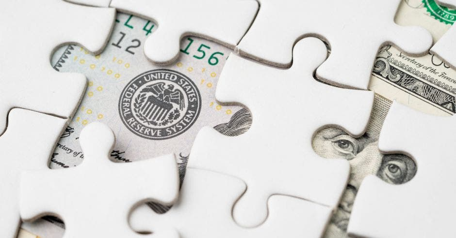 Rompecabezas con dólar abajo