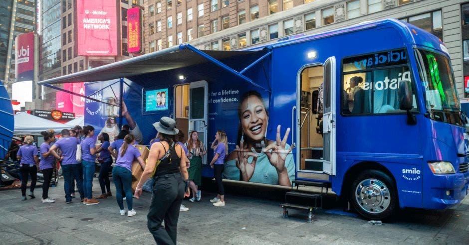 Móvil de SmileDirectClub en Times Square, Nueva York.