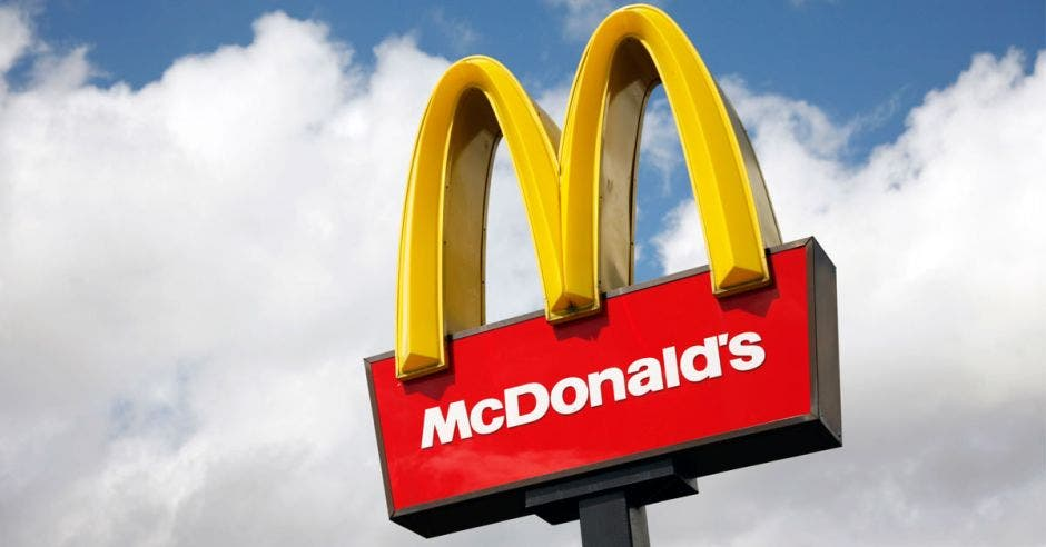 Un letrero de McDonald's