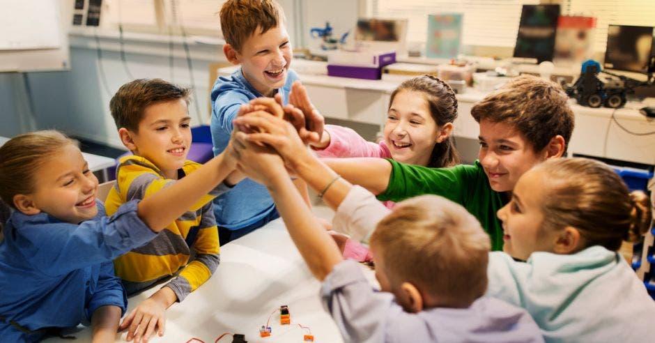 """Los niños de la generación """"alfa"""" trabajan en equipo.  No compiten entre ellos, colaboran."""