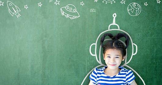 """Una niña """"alfa"""" tiene su mente creativa y su sonrisa transmite paz"""