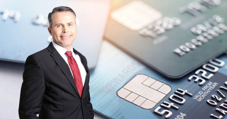 """""""En Coopeservidores constantemente innovamos pensando en las necesidades y sueños de nuestros asociados, por eso creamos esta tarjeta de crédito como una nueva solución financiera integral que facilite sus vidas"""", dijo Gerald Muñoz, gerente de Medios de Pago de la empresa."""