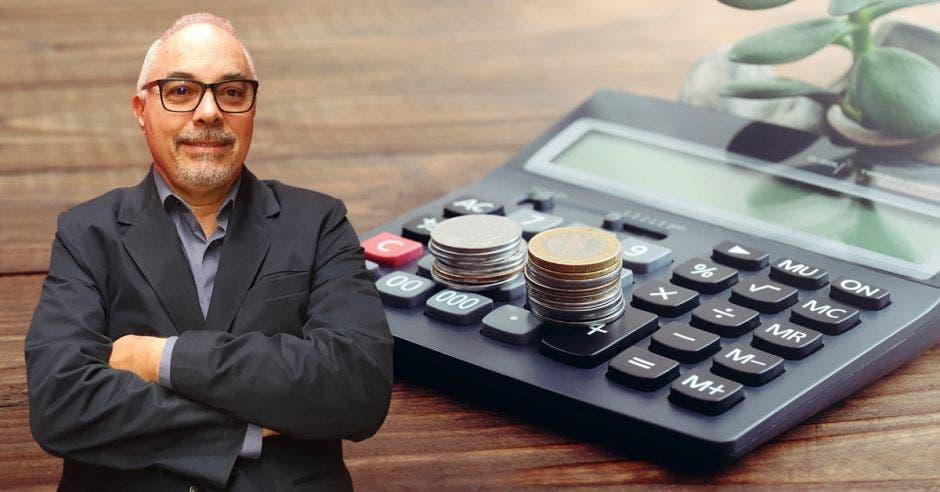 Adrián Rodríguez, calculadora, moneda