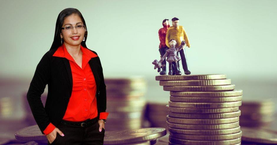 Roxana Morales, monedas, muñecos