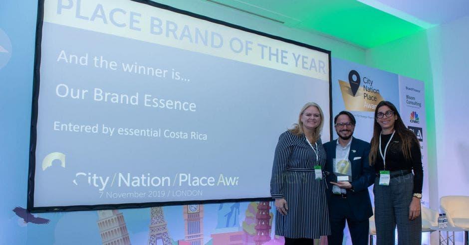 El galardón fue otorgado la semana pasada en Londres y representa un gran éxito para Costa Rica, si se considera que esencial Costa Rica es la marca país para promocionar el turismo, la inversión y las exportaciones. Cortesía/La República