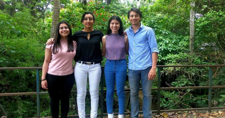 Cuatro estudiantes que irán a Japón