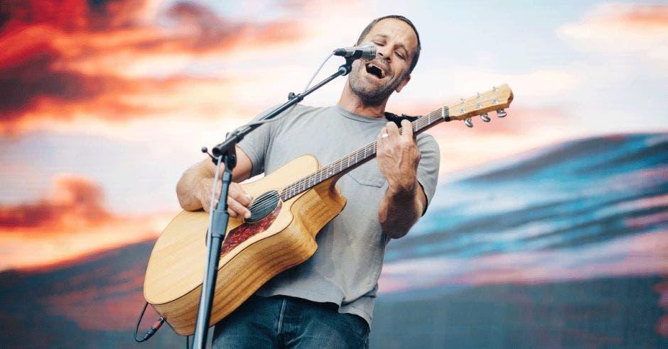 ack Johnson tocando durante una presentación en Madrid, España, el año pasado