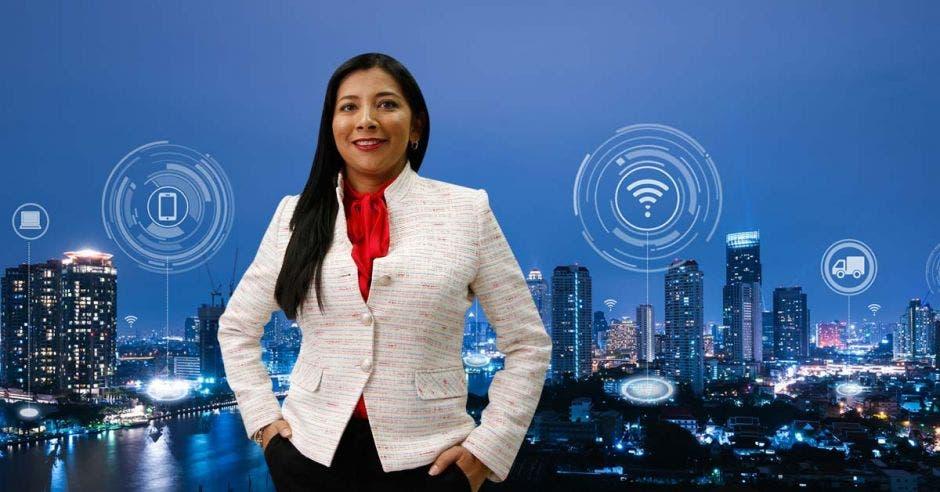 El poste inteligente está diseñado para integrar tecnología de última generación que permita brindar múltiples servicios a la ciudadanía, destacó Suzeth Rodríguez, directora de Operaciones de Racsa.