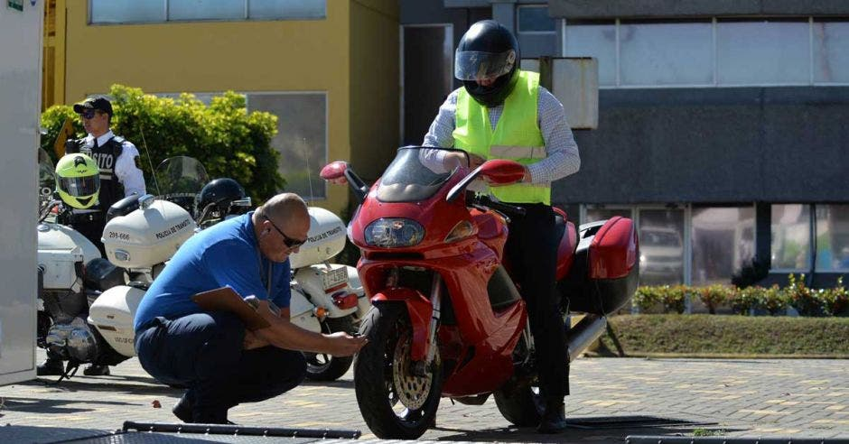 moto en inspección