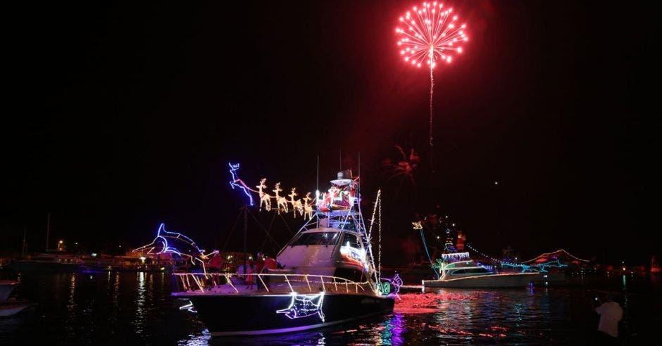 desfile barcos iluminados