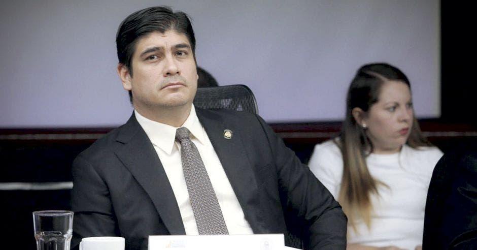 Carlos Alvarado confirma guerra a pensiones de lujo - Periódico La República (Costa Rica)