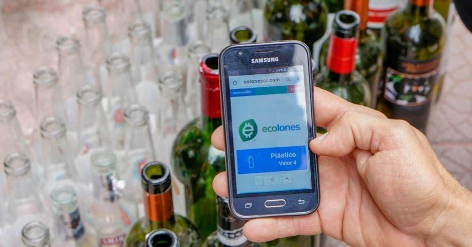 Un celular con la app de ecoins desplegada