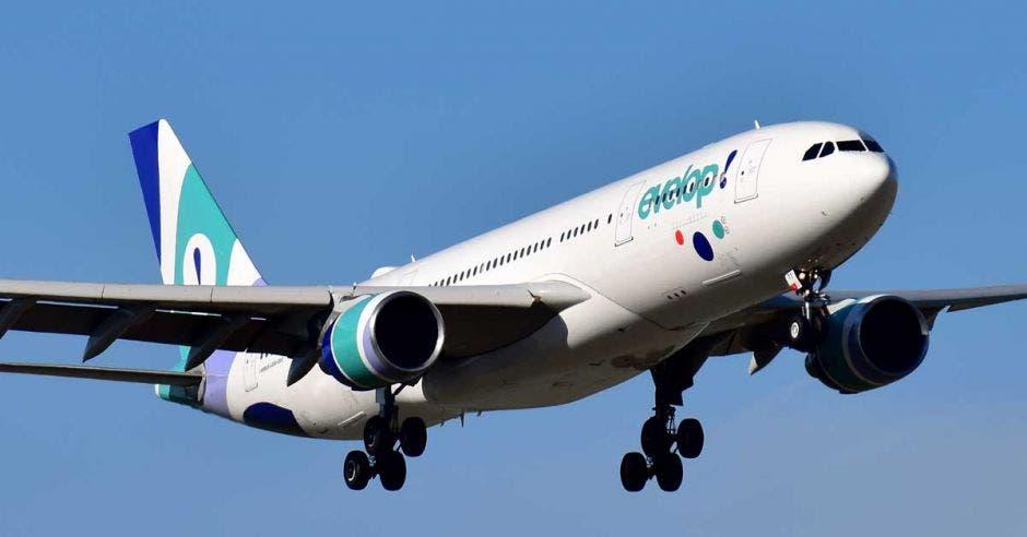 Avión con el logo de Evelop