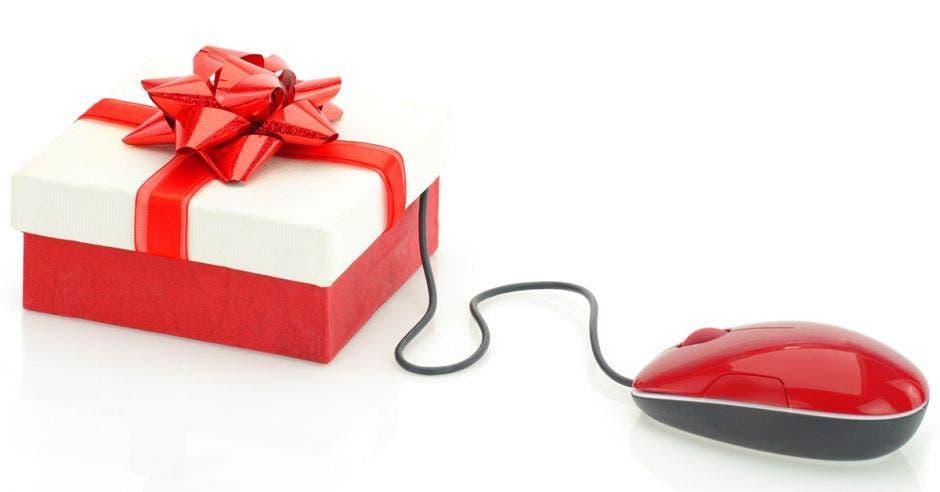 Un regalo con moño rojo ligado a un ratón de computadora.