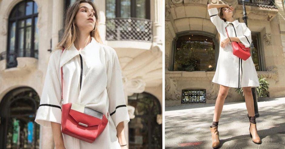 modelo con bolso rojo