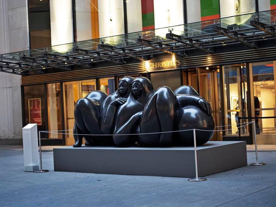Escultura La Pareja a las afueras del Rockefeller Center