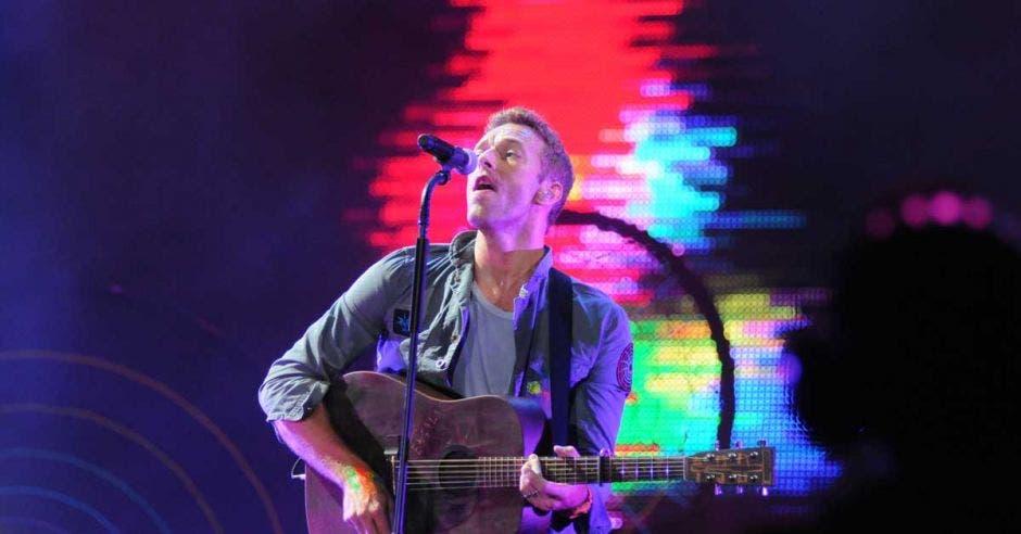 El cantante principal de Coldplay, Chris Martin, actuando en el Rock in Rio celebrado en el Parque Olímpico Cidade do Rock en Barra da Tijuca.
