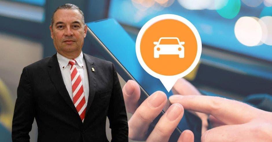 Roberto Thompsn de frente, mientras atrás se ve una celular con un ícono llamando un carro.
