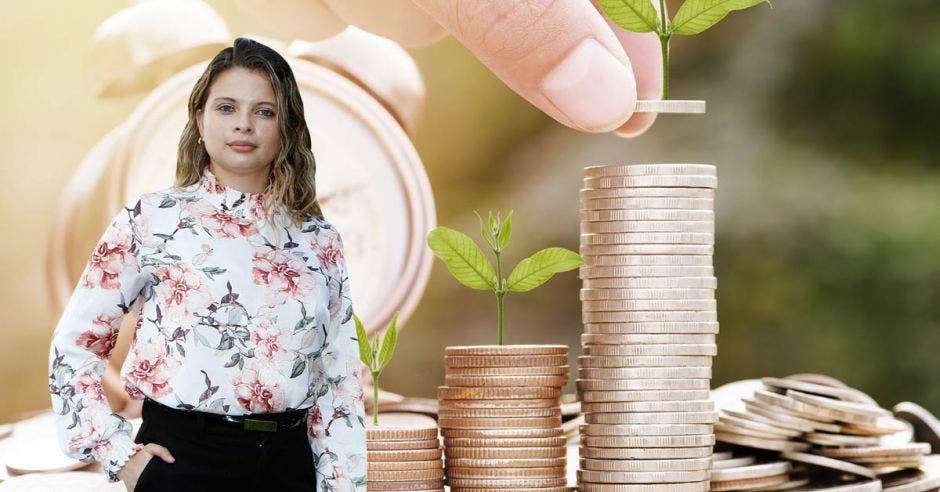 Xiomara Rodríguez en primer plano y unas monedas de fondo
