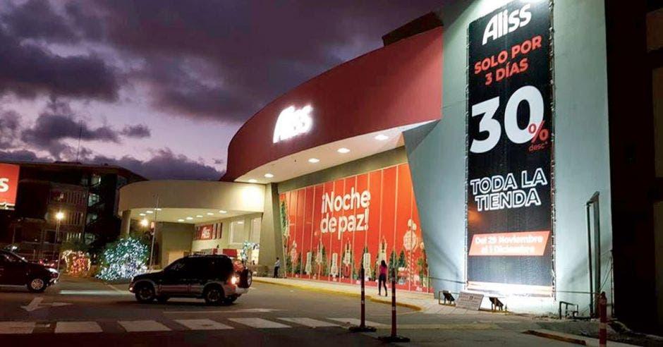 El Black Friday marca el inicio de la temporada de compras de fin de año, generando empleos y una mayor confianza del consumidor; Aliss tendrá 30% de descuento en toda su tienda. Cortesía/La República.