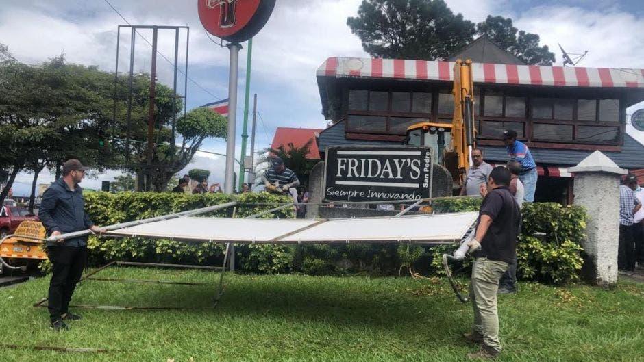 Este viernes se realizaron obras de limpieza y recuperación de varios bienes en la ruta nacional 39, informó el Ministerio de Obras Públicas y Transportes. Cortesía/La República