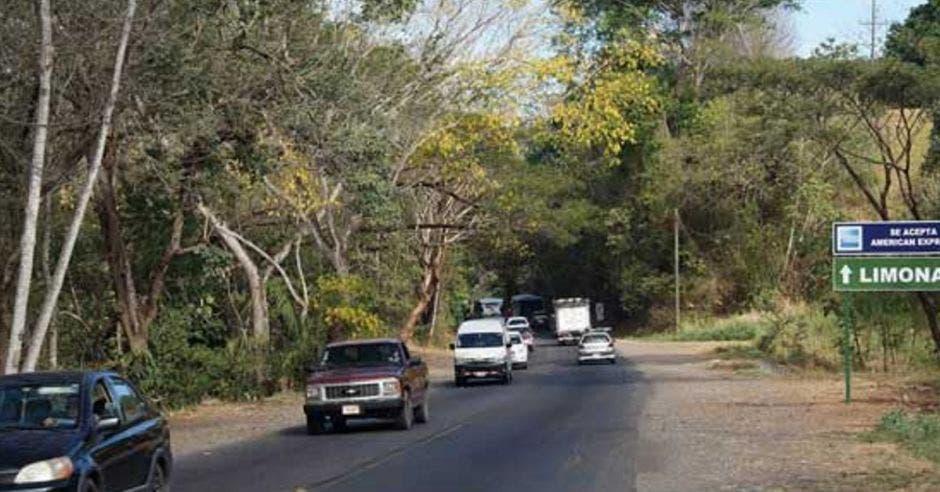 Cuando se completen las obras entre Barranca y Limonal, se podrá circular a 80 kilómetros por hora desde el cantón puntarenense hasta Liberia. Archivo/La República