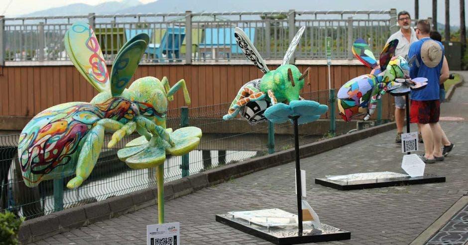 Esculturas de abejas